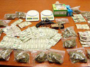 деньги наркотики пакетики